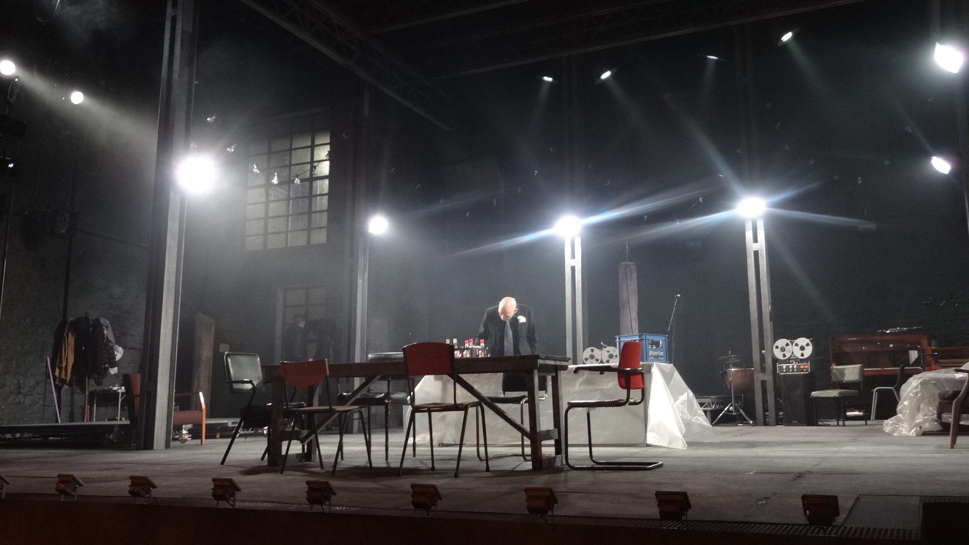 Tom piper theatre design award winning design for Award winning design